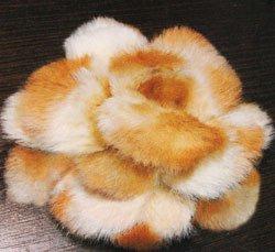 Объемный цветок из меха
